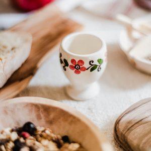Duo de coquetiers en ceramique blancs Luciana et fleurs roses