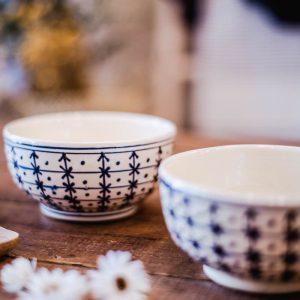 bol blanc en céramique motif croix bleue