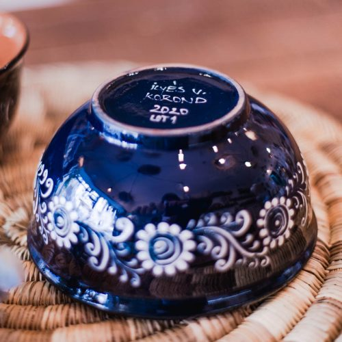 duo bols bleus motif fleur en spirale